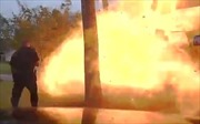 Ngôi nhà bất ngờ nổ tung sau khi bị ô tô đâm