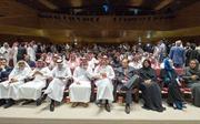 Hình ảnh người dân Saudi Arabia rồng rắn xếp hàng mua vé xem phim lần đầu tiên sau 35 năm