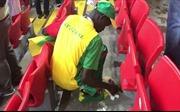 Ấn tượng World Cup 2018: CĐV Senegal và Nhật Bản ăn mừng chiến thắng bằng cách dọn vệ sinh sân vận động
