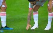 Ấn tượng World Cup 2018: Gerard Pique và Isco 'giải cứu' chú chim non trên sân
