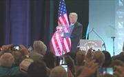 Hành động kỳ lạ của Tổng thống Trump sau bài phát biểu nhập cư
