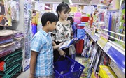 Hàng Việt giảm giá mạnh, chiếm lĩnh thị trường mùa khai giảng