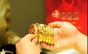 Giá vàng trong nước giảm mạnh vẫn cao hơn 3 triệu đồng/lượng so với giá thế giới